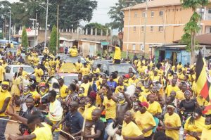 Gulu people flood streets to shower Bebe Cool with love